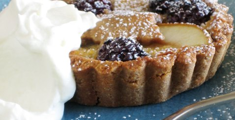 Pear and blackberry tart with chestnut flour pastry 2