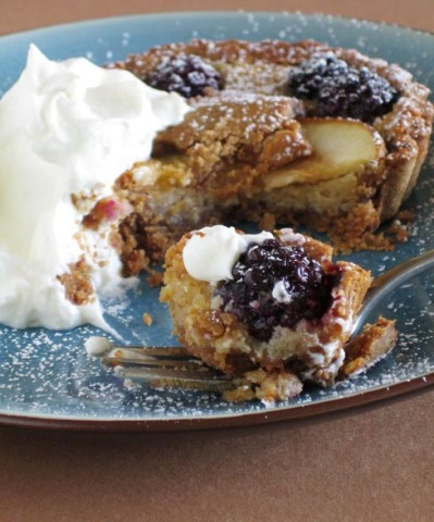 Pear and blackberry tart with chestnut flour pastry