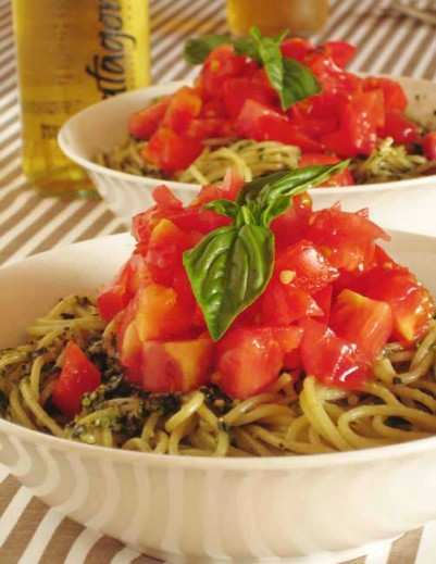 Pesto Spaghetti with fresh tomato